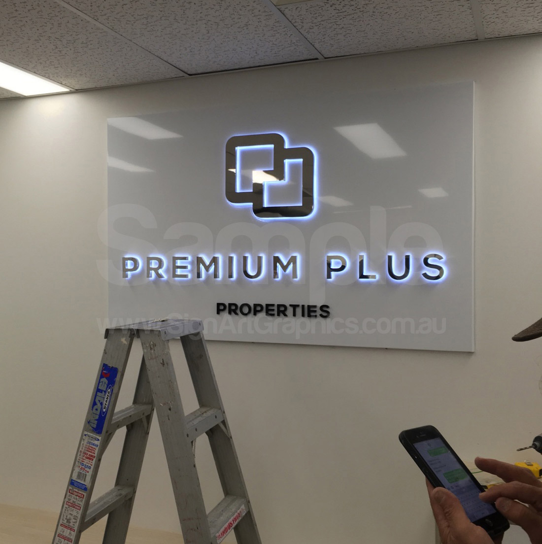 Backlit-stainless-steel-letters-Mirror